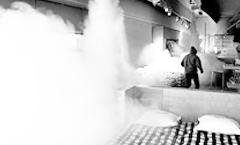 mistgeneratoren vullen in enkele seconden een volledige ruimte met mist